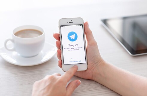 Telegram tests its user identification service. WhatsApp sees a serious competitor.