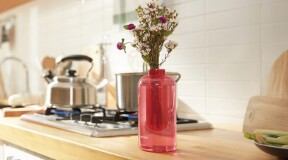 Samsung creates a vase that doubles as a fire extinguisher and works like a grenade