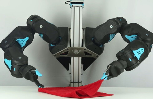 The robot called Blue - hands with artificial intelligence