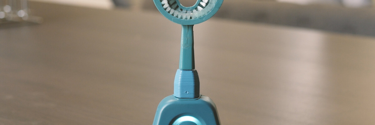 Watch your smile with the Y-Brush from Fas Teesh.